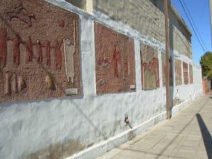 Murales durante la restauración