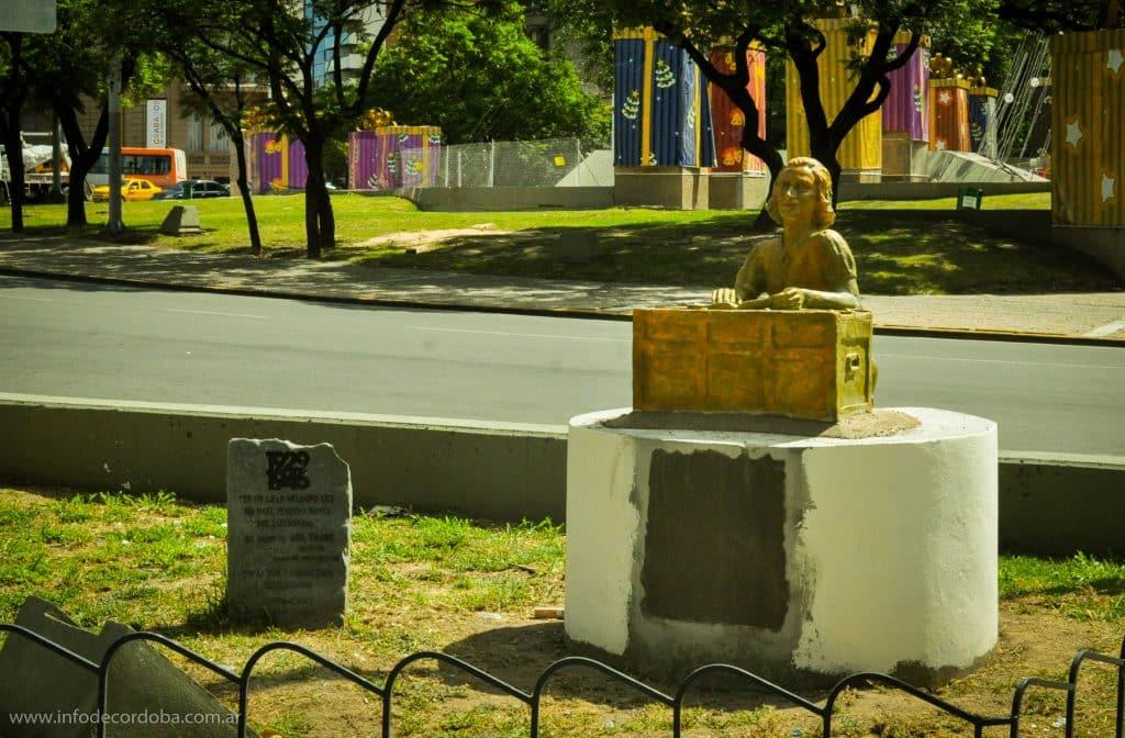 Estatua Ana Frank en Córdoba, tercera cabeza