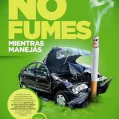 Rige prohibición de fumar mientras manejas en la ciudad de Córdoba